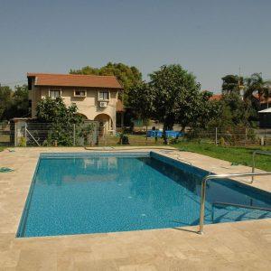 מערכת סולארית לחימום בריכת שחיה - בית משפחת קלמן, אפקה - כפר הנגיד